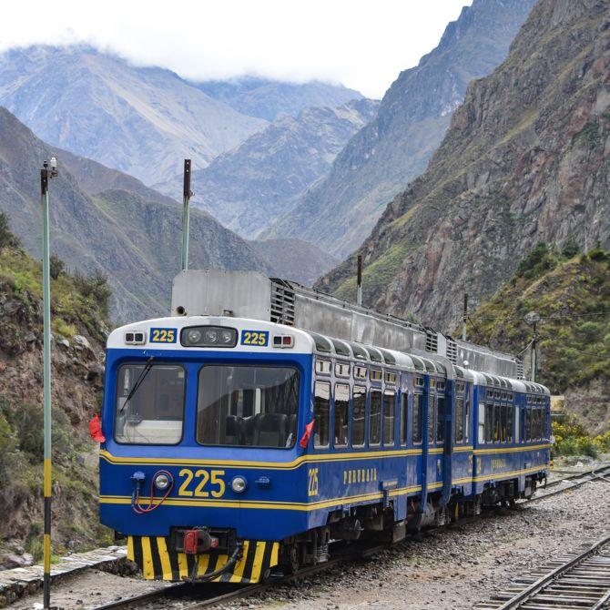 PeruRail-Vistadome-train